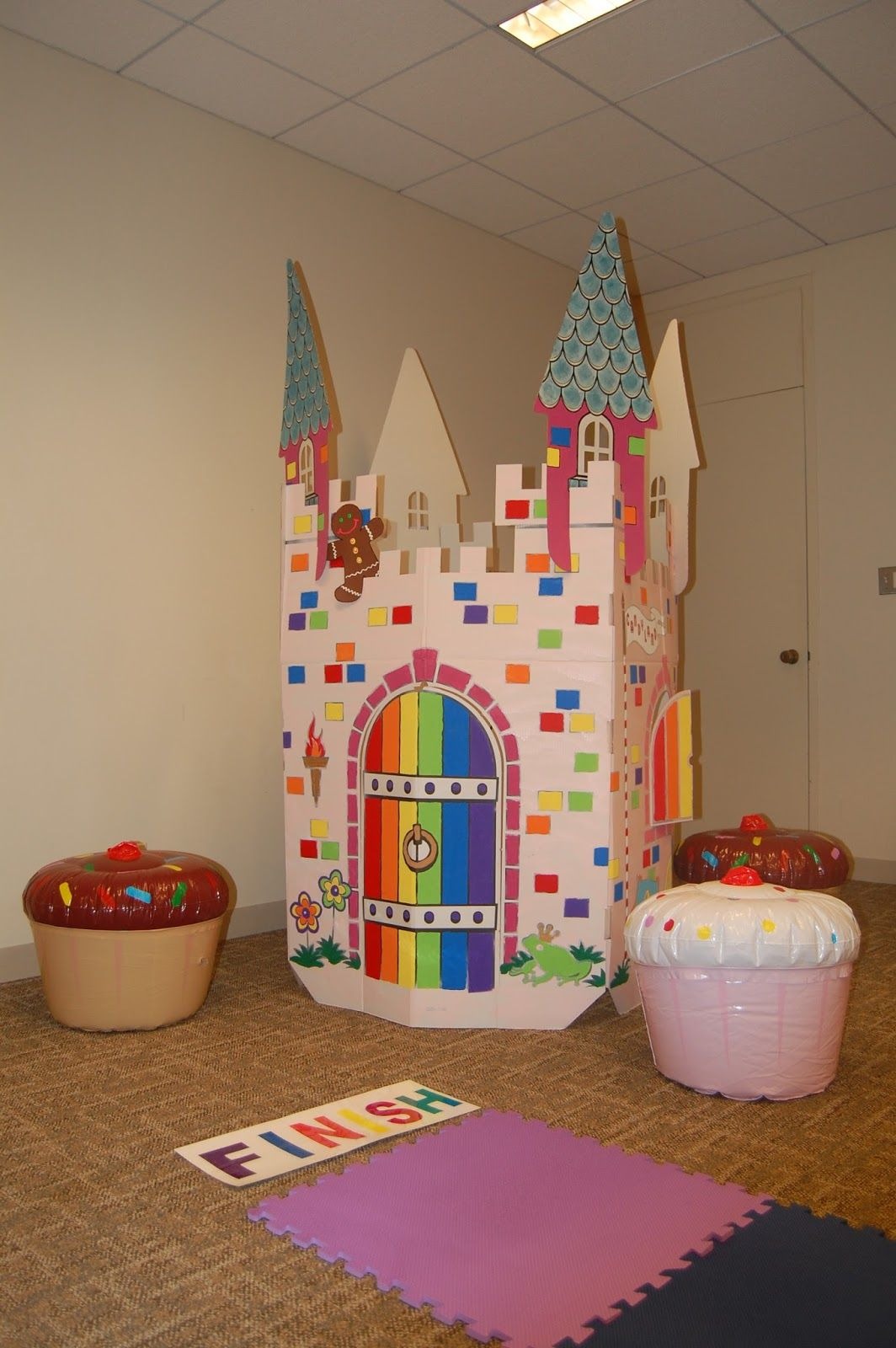 Coloring cardboard castles AND the blowup cupcakes are genius! | DDD ...