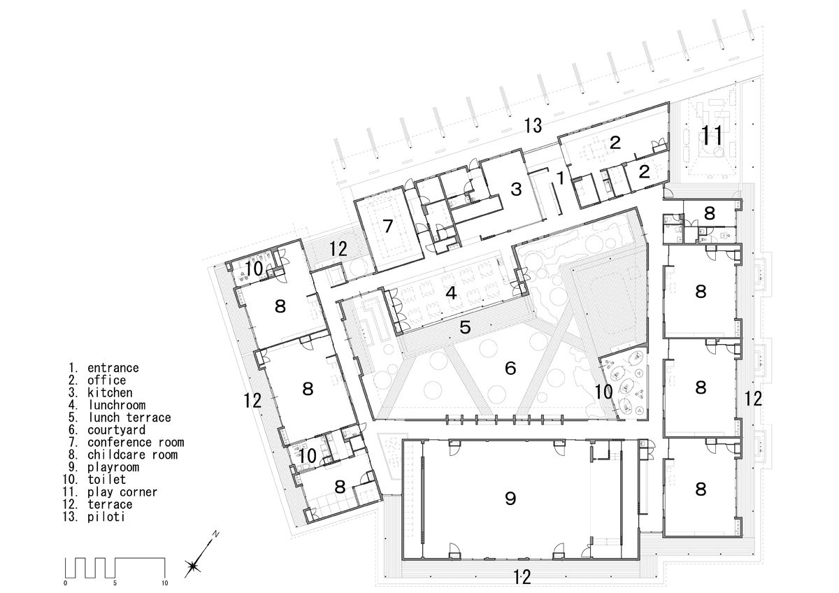 Hibinosekkei Youji No Shiro Organize Nursery Around Courtyard School Floor Plan School Architecture Kindergarten Design