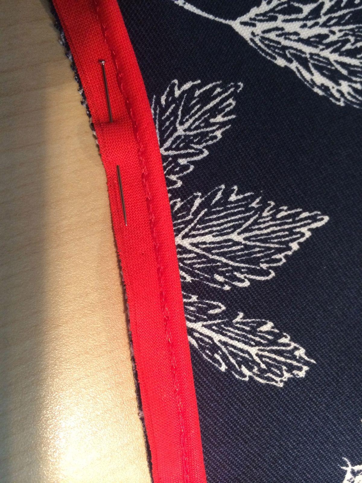 tuto comment poser du passepoil couture trucs et. Black Bedroom Furniture Sets. Home Design Ideas