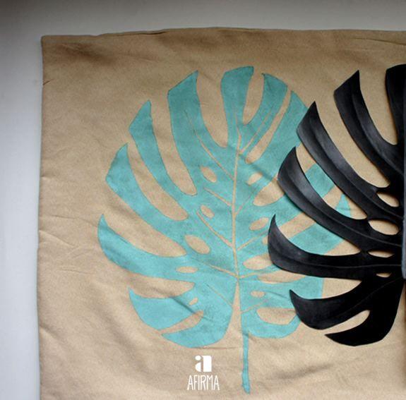 Almofada pintada á mão.