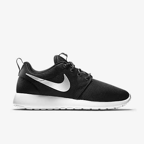 women nike roshe run black and white size 8