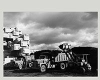 Workers setting the concrete units of #Habitat67 into place., November 1966- Chris Lund  Canadian, 1923 - 1983  B&W Negative Canadian Museum of Contemporary Photography (no. 66-13201)    Habitat 67 en construction au chantier d'Expo 67., Novembre 1966- Chris Lund  Canada, 1923 - 1983  négative noir et blanc Musée canadien de la photographie contemporaine (nº 66-13201) ) #photography #architecture #photos #Expo67
