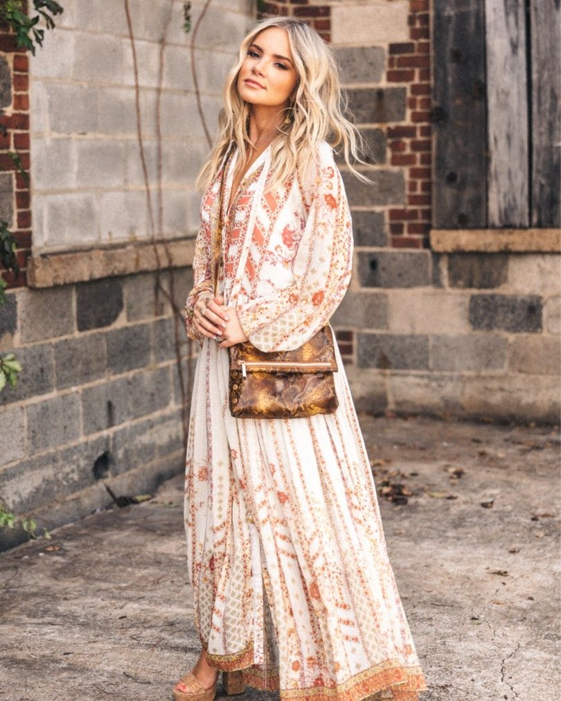 Boho Maxi Dress for Fall and Winter Season. Hunter Premo #BohoStyle #VintageStyle #HunterPremo