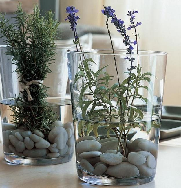 Design Ideas for Elegantly Simple Table Decorations and Centerpieces with Pebbles