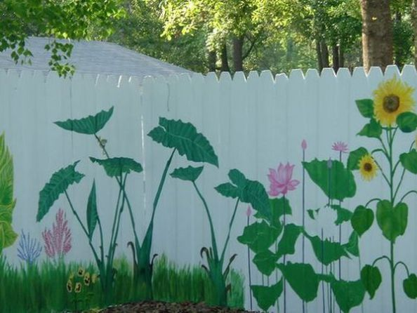 Putem da o nota vesela gradinii noastre cu aceste 18 idei creative de astazi, mai precis desenand peisaje din natura pe garduri. Iata!