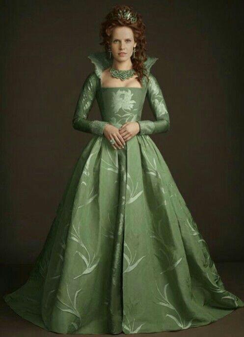 #RebeccaMader | Vintage print dress, Queen dress, Costume ...