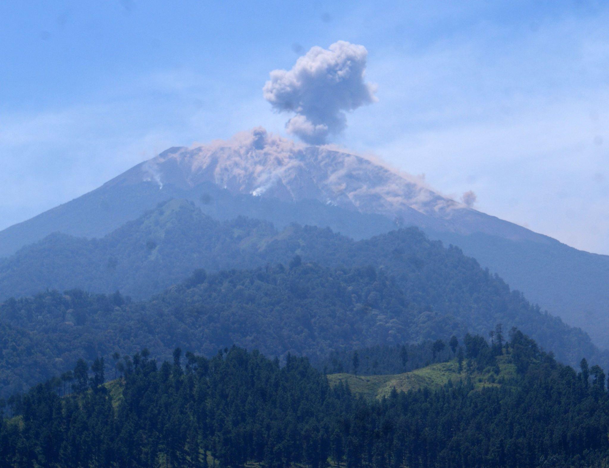 gunung slamet mountaineering volcano world