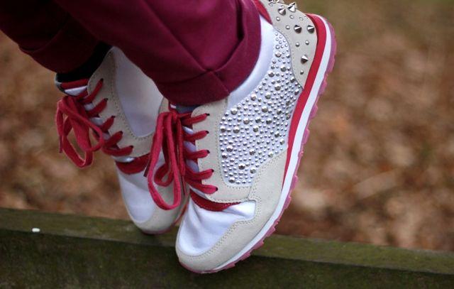 Suz Wearing Bullboxer Shoes / www.fashionisaparty.com