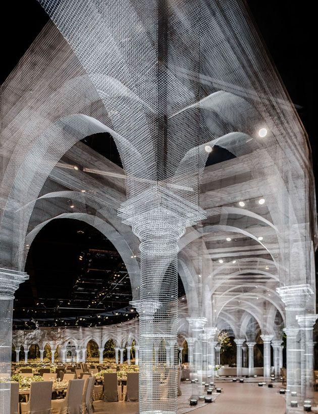 ポリゴングラフィックのような美しさ ワイヤーメッシュで作られた荘厳なパビリオン ランドアート パビリオン 天井アート