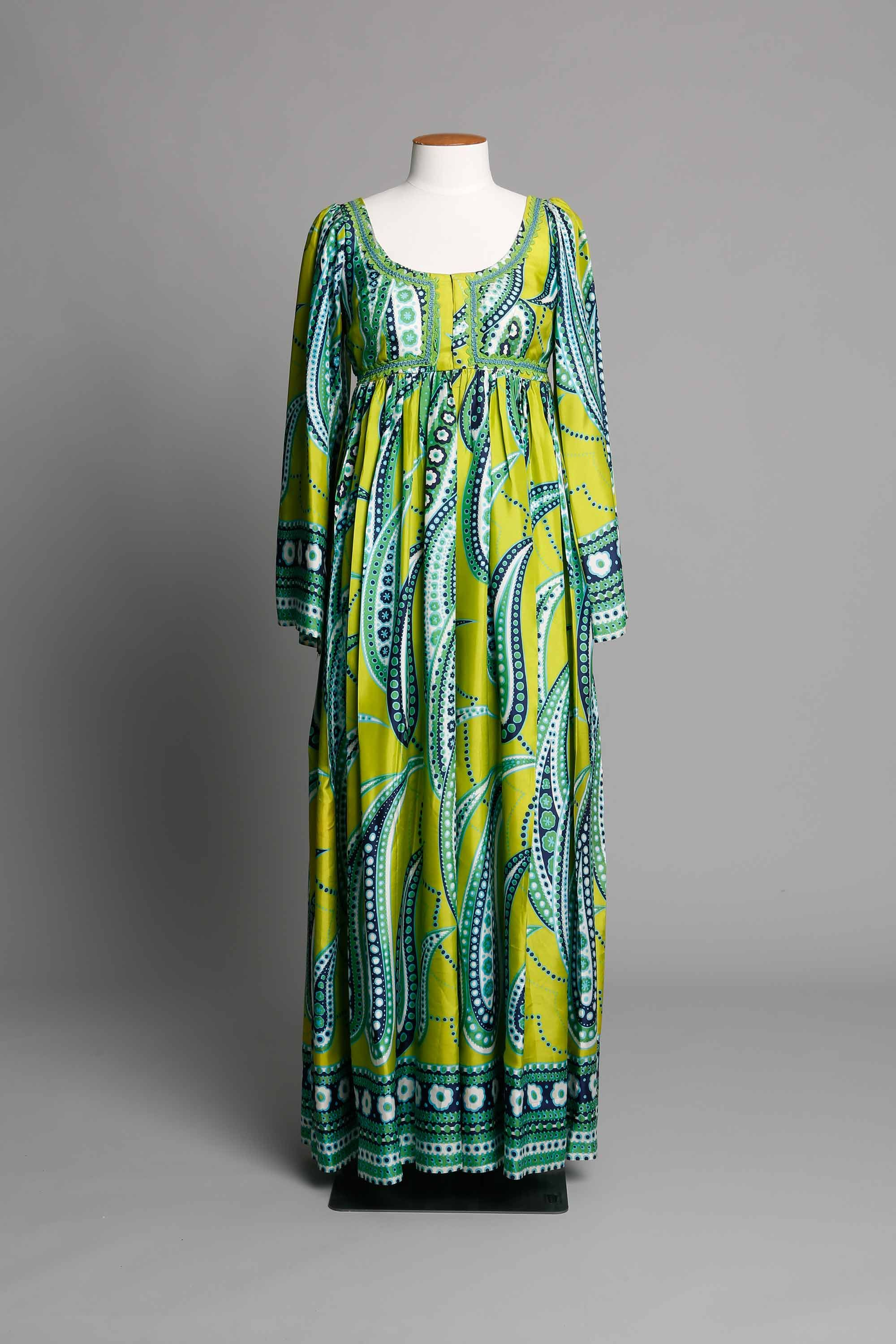 Empire line dress in paisley print DATE 1970 LABEL