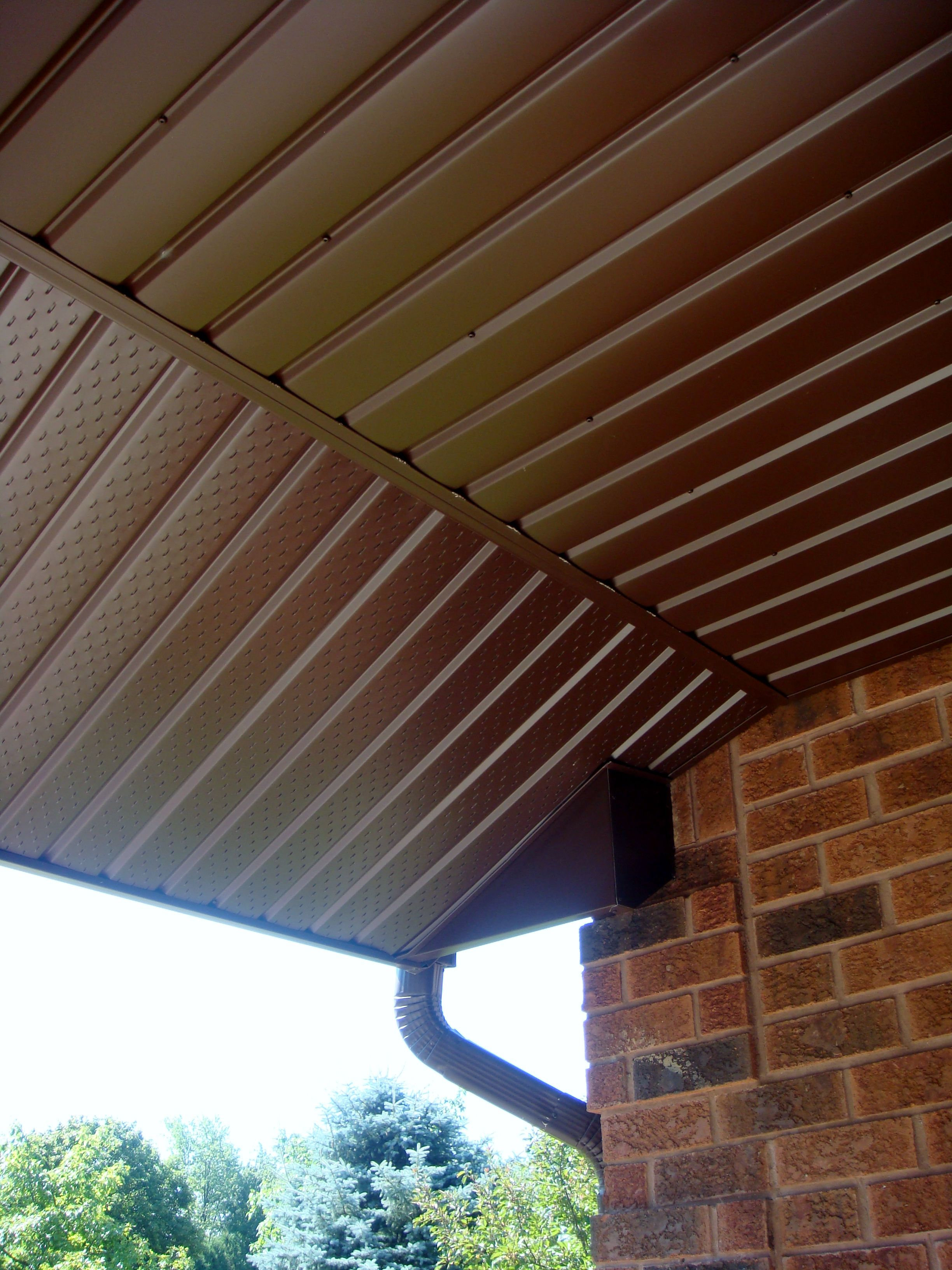 Aluminum Soffit Fascia And Trough With Cocoa Vinyl Board