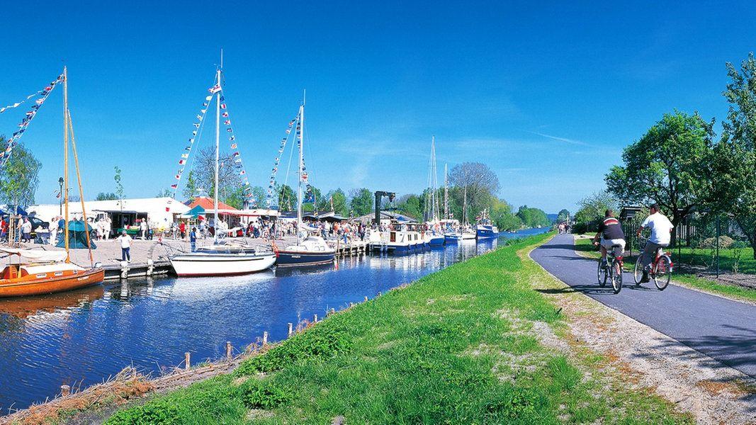 Radfahrer Im Hafen Von Malchin In Der Mecklenburgischen Seenplatte In 2021 Radtouren Fahrradurlaub Radwege
