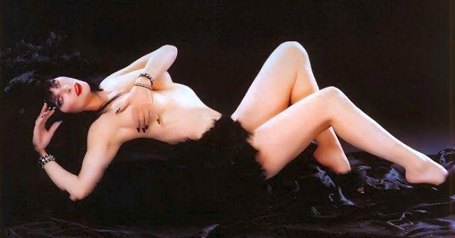 Elvira mistress of the dark topless