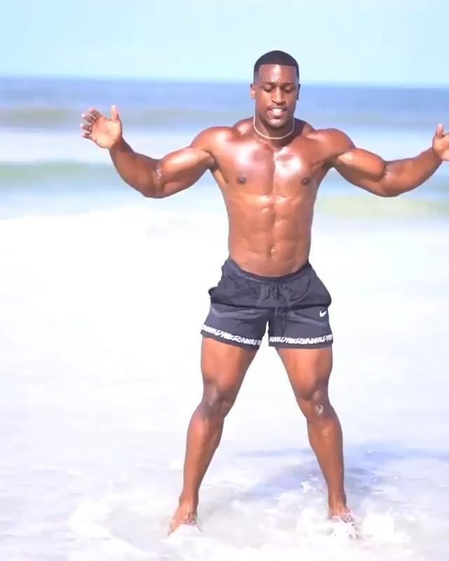 EXPLOSIVE HIIT LOWER BODY 🧨- 1️⃣Elbow to Knee Twists + Jumping Jacks// @ashfitness