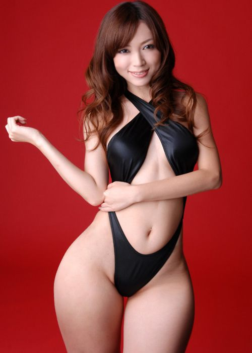 hips with wide Asian women