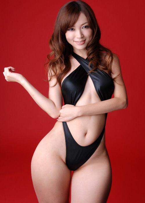 nice widwe hipped women Japanese bikini