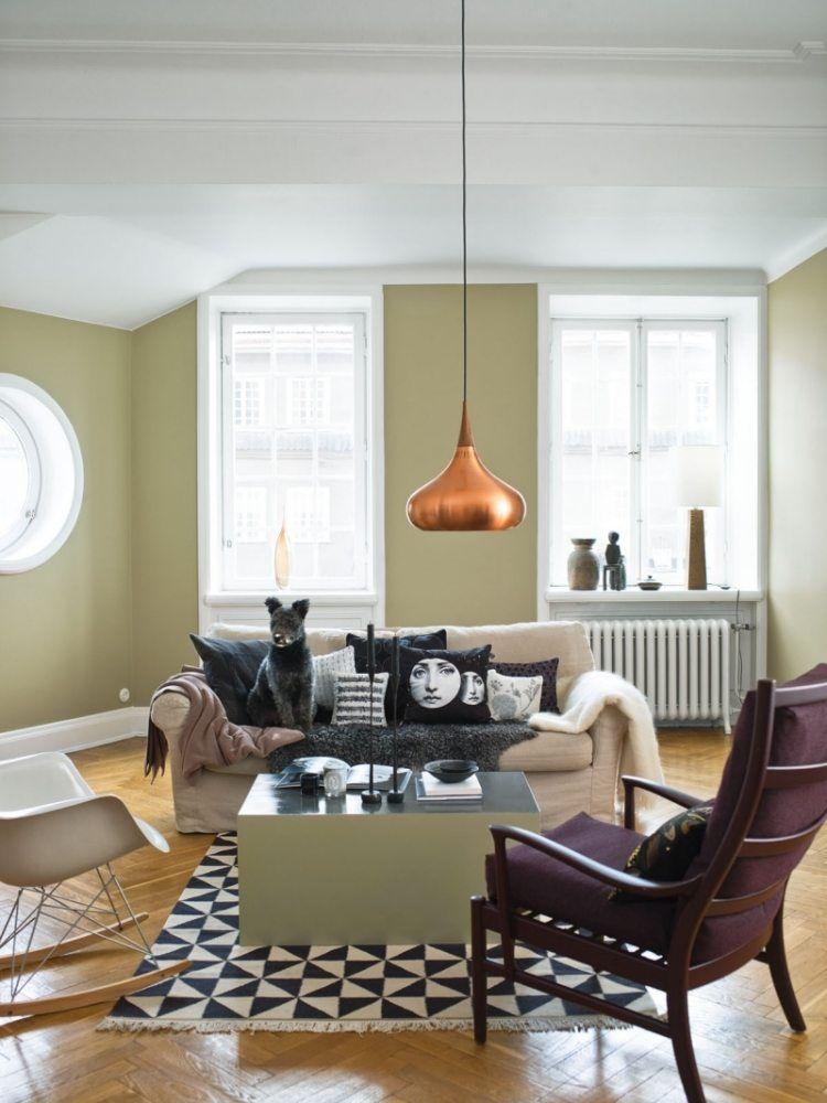 Wandfarbe Pasellgrün, gemusterter Teppich in Schwarz-Weiß und - wandfarbe wohnzimmer beispiele