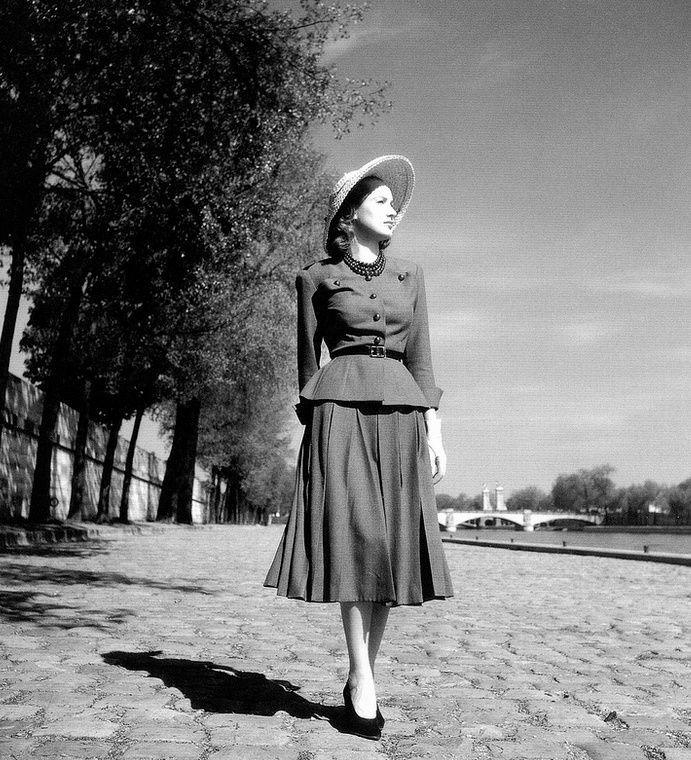 1947 Model in suit from Christian Dior s   Corolle  (New Look) line, photo  by Willy Maywald, Paris 017cccba59d
