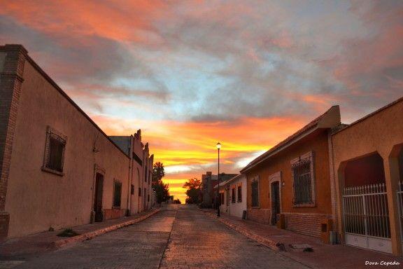 Atardecer, Calle Miguel Hidalgo ubicada en la Zona Centro, Arteaga, Coahuila, México