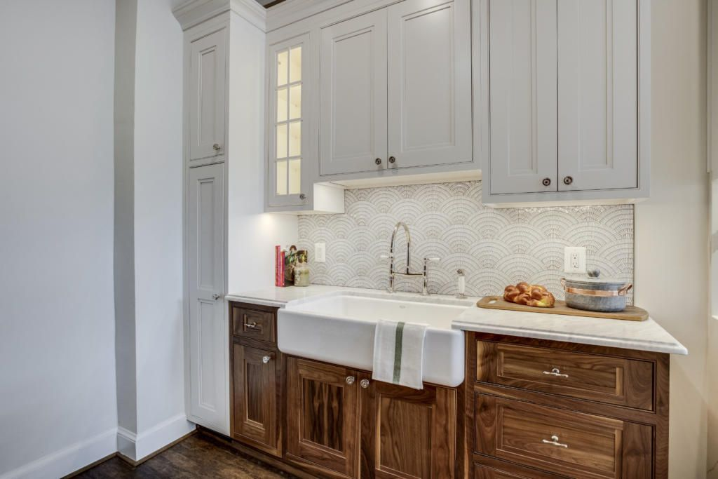 What S Practical Popular In 2019 Painted Cabinets Or Stained Cabinets Get Use Stained Kitchen Cabinets Green Kitchen Backsplash Traditional Kitchen Remodel