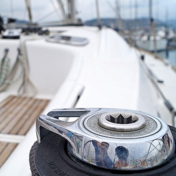 Alle prese con una barca a vela fortunatamente ormeggiata. Struggling with a sailboat fortunately docked. #selfie #memedesimo #moimeme #memyself #barcaavela #sailboat  #bateauavoile #porto #port #mare #sea #liguria #loano #italy by sambulgari