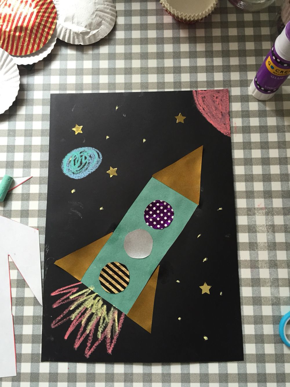 Toddler craft. Learning about shapes to make a rocket!