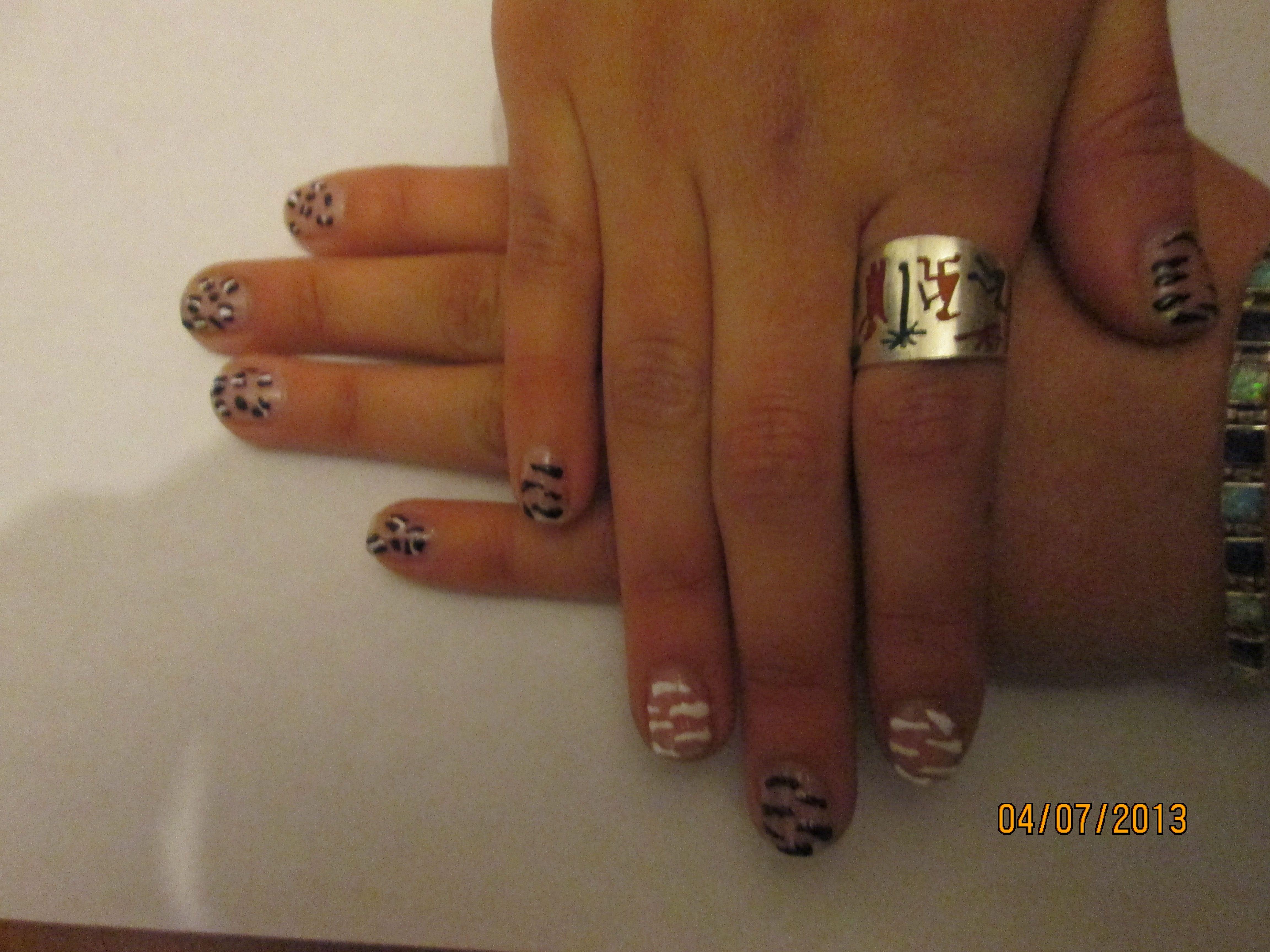 mis uñas pintadas por mi jajaja =)