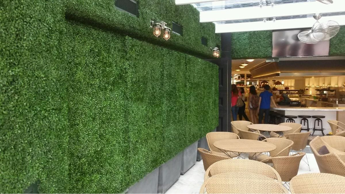 Ivy hedges for cantina la veinte on brickell astro turf