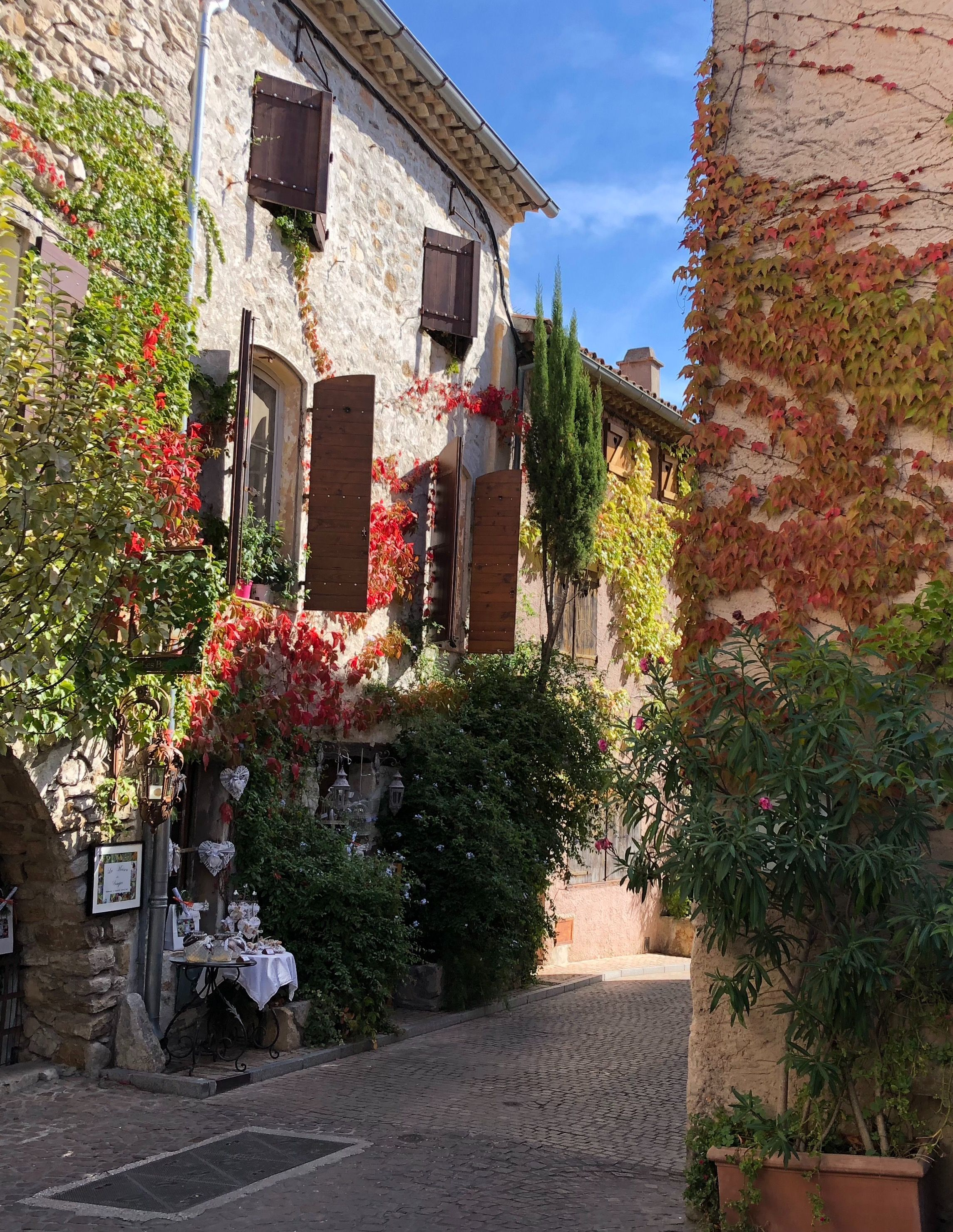 Le village du Castellet est situé dans le Var. C'est un