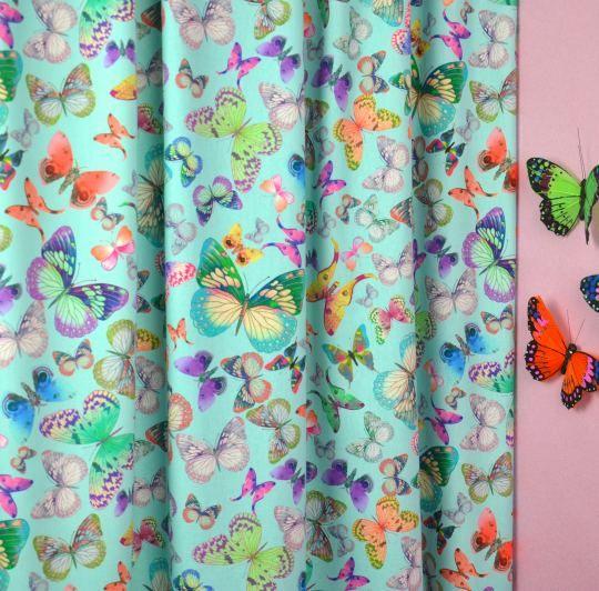 De kinderkamer verandert in een vlinderkas met deze bonte ...