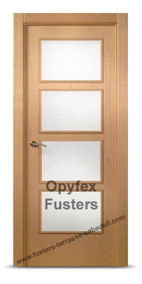 Puerta de madera con cristales para interior maciza modelo for Precio puerta madera