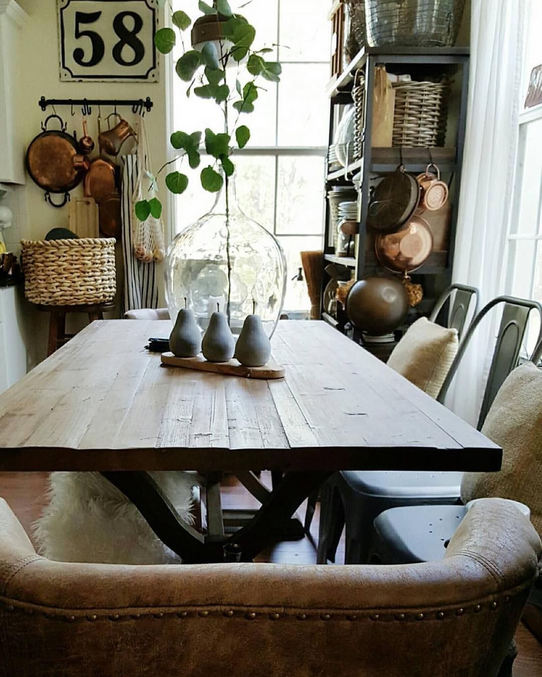 Casual Dining Rooms Decorating Ideas For A Soothing Interior: How To Make Clutter Work... (With Images)