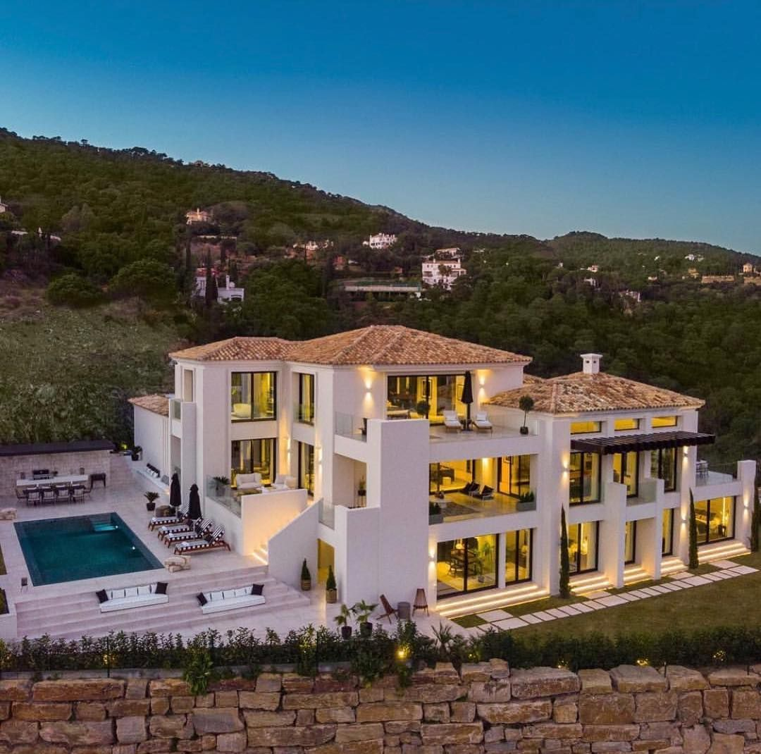Millionaire Homes On Instagram This 4 500 000 Spectacular Spanish Villa Is Listed By Masproperty Marbella Millionaire Homes Mansions Luxury Mansions Homes