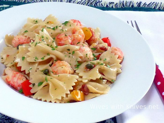 how to cook lobster tails in tomato sauce