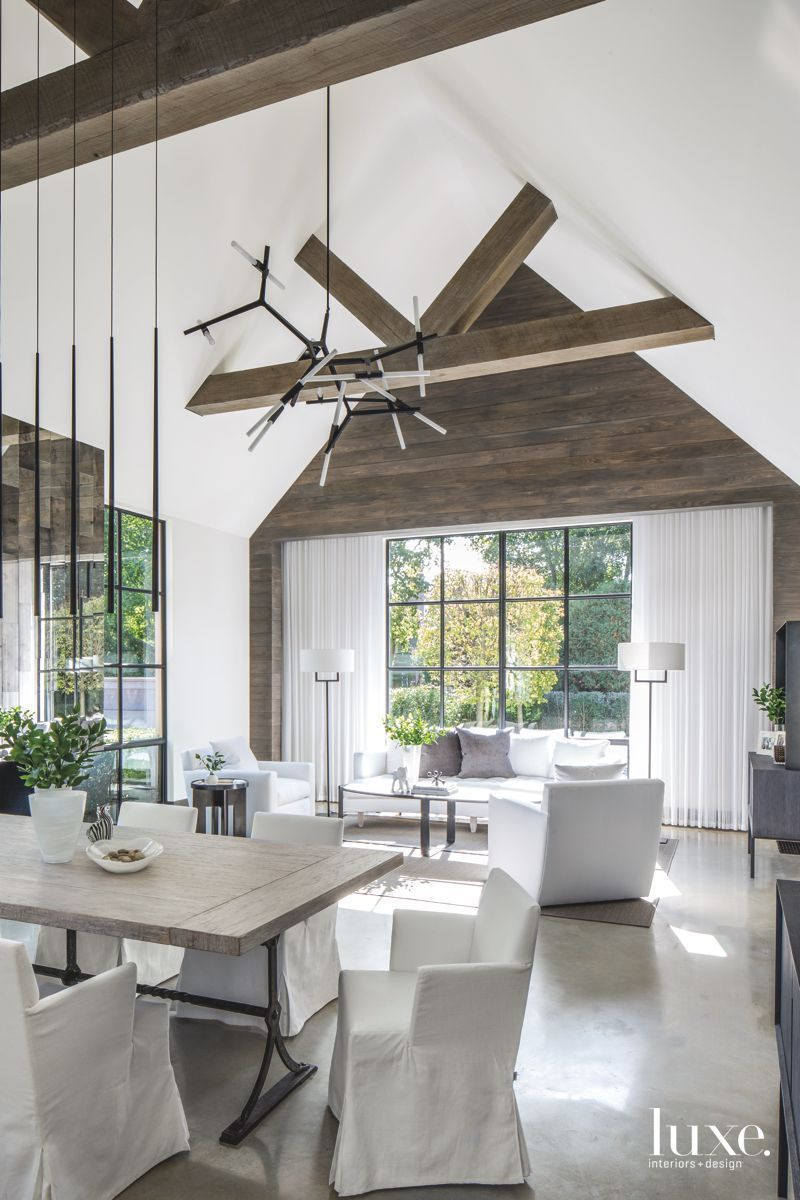 Modern southampton dining room with star pendant lighting