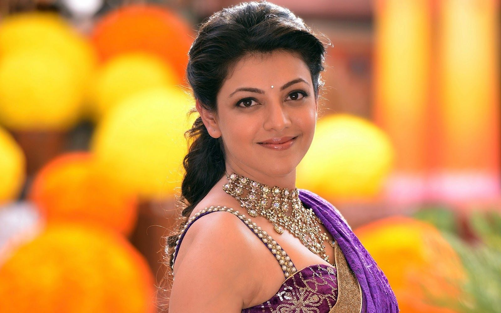 South Indian Actress Wallpapers In Hd Kajal Agarwal Latest Beautiful Indian Actress Actress Wallpaper Actresses