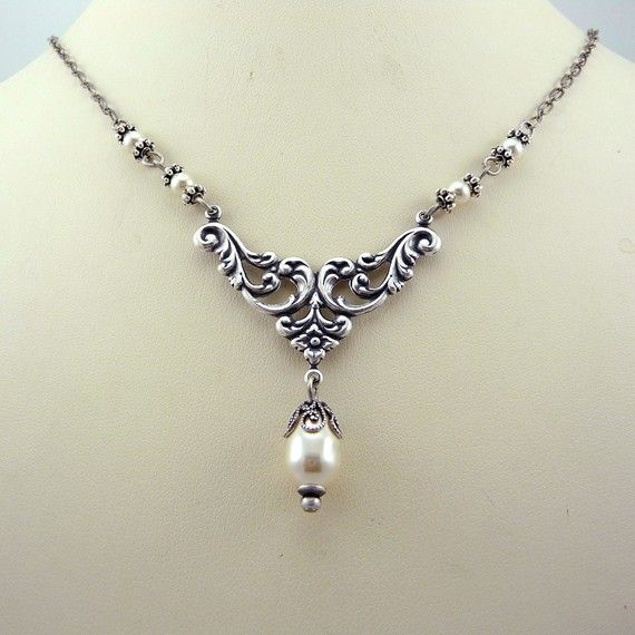 Victorian pearl necklace.