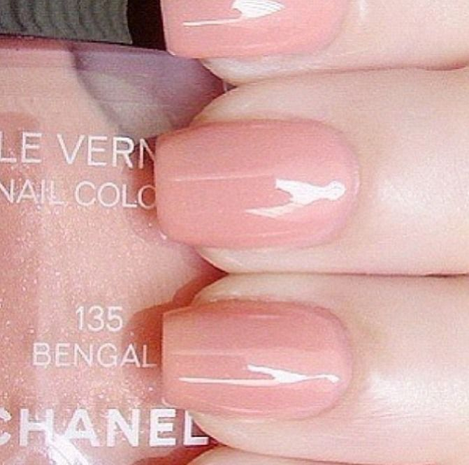 Chanel. Nail polish, number 135 Bengal, light pink.