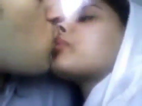 kissing Pakistani girls
