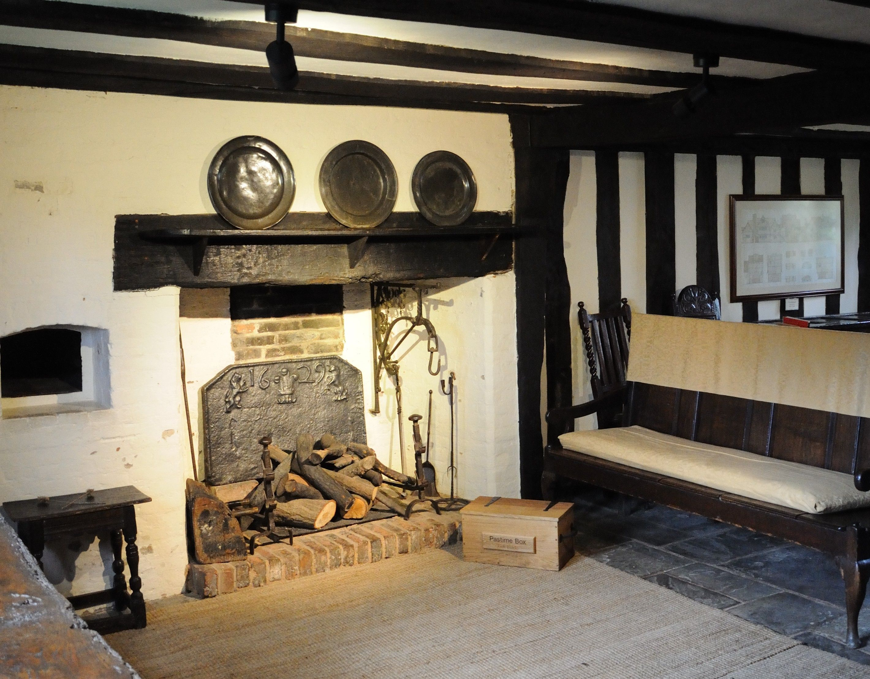 Selly manor parlor the parlour from the french word - What is the meaning of living room ...