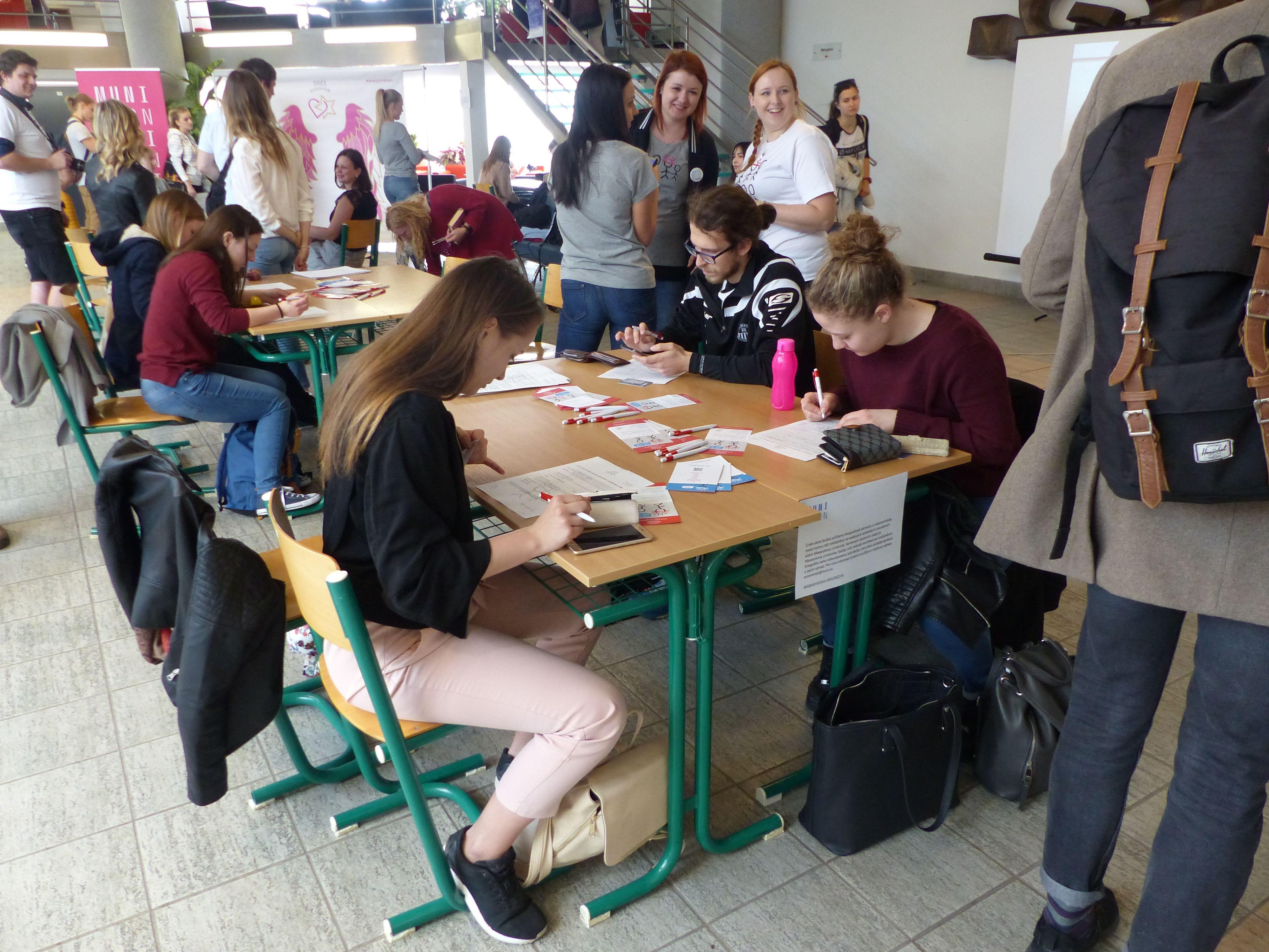 Nábor nových zájemců do registru kostní dřeně přilákal studenty i veřejnost