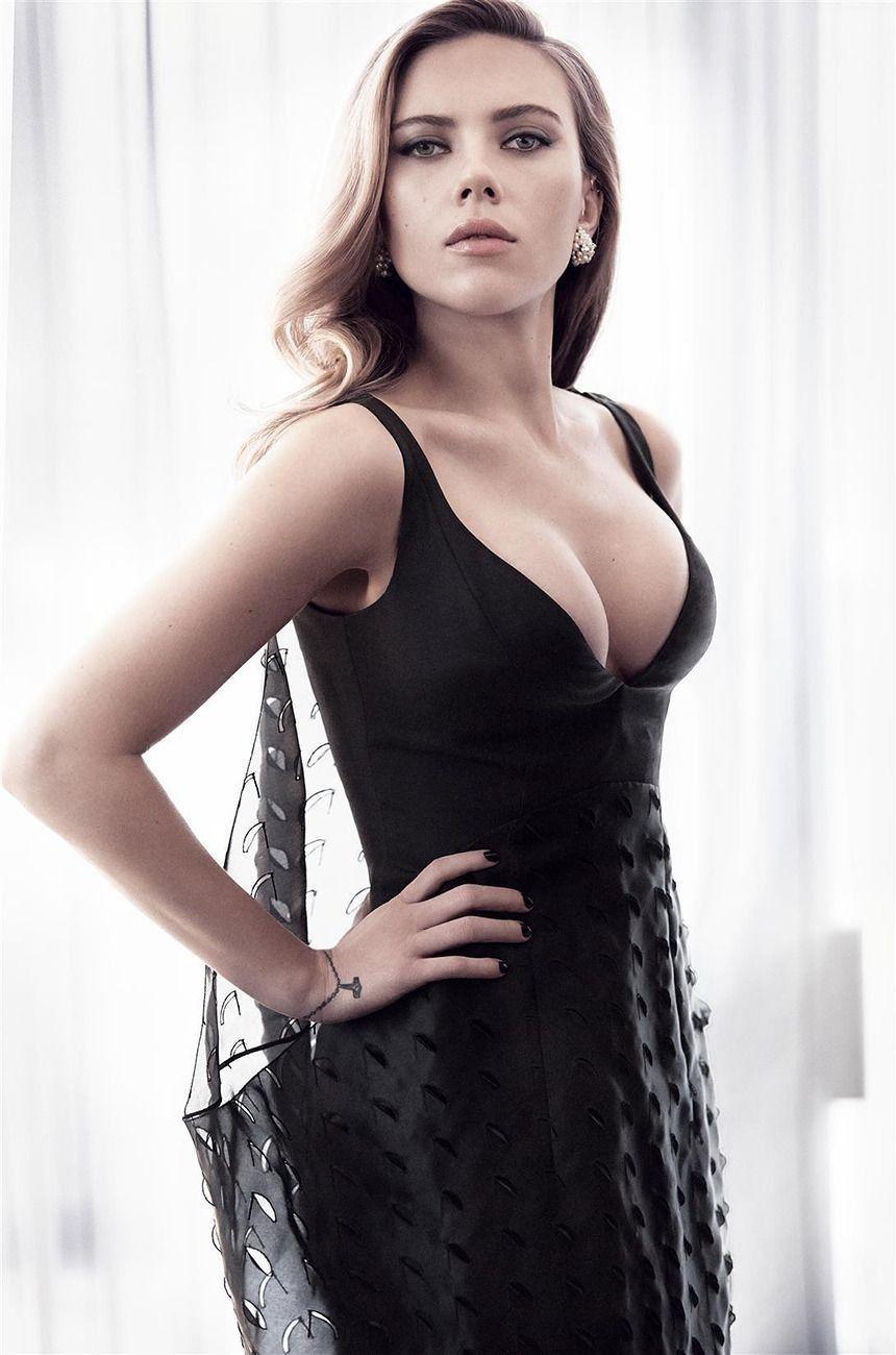 Johansson brüste scarlett Freizügig in