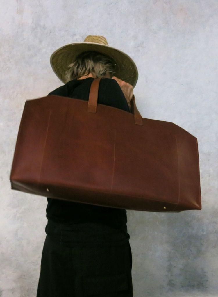 48 Hourbag. Italian leather dark tan