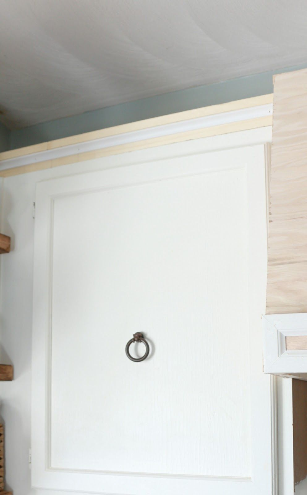 My DIY Kitchen Cabinet Crown Molding, How to Fake the Look Without the Fuss - Diy kitchen, Diy kitchen cabinets, Plate rack wall, Kitchen cabinet crown molding, Diy plate rack, Woodworking plans - How to get the look of cabinet crown molding without cutting tricky corners