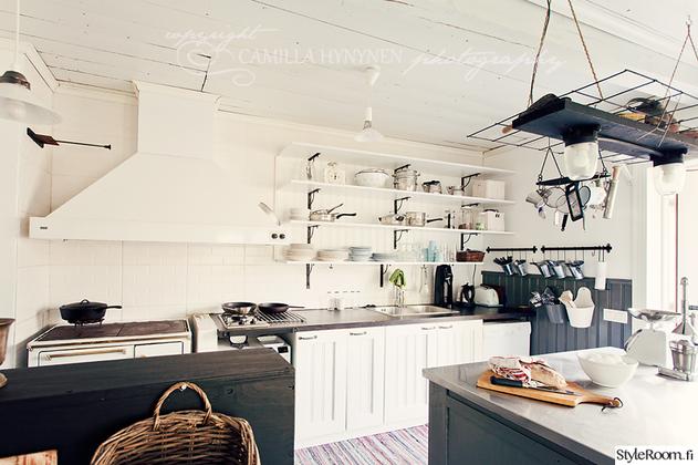 kuva Lillakamomilla #keittiö #sisustussuunnittelu #romanttinen #mökki #kesä
