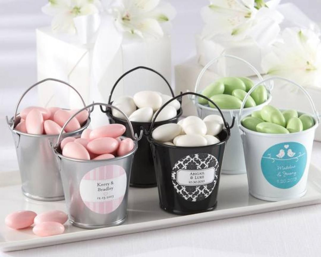 Cute little DIY buckets with sugar lollies and personalised names ...