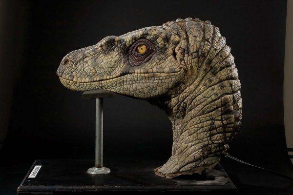 Female Velociraptor insert head Jurassic Park III  0c20b2326f