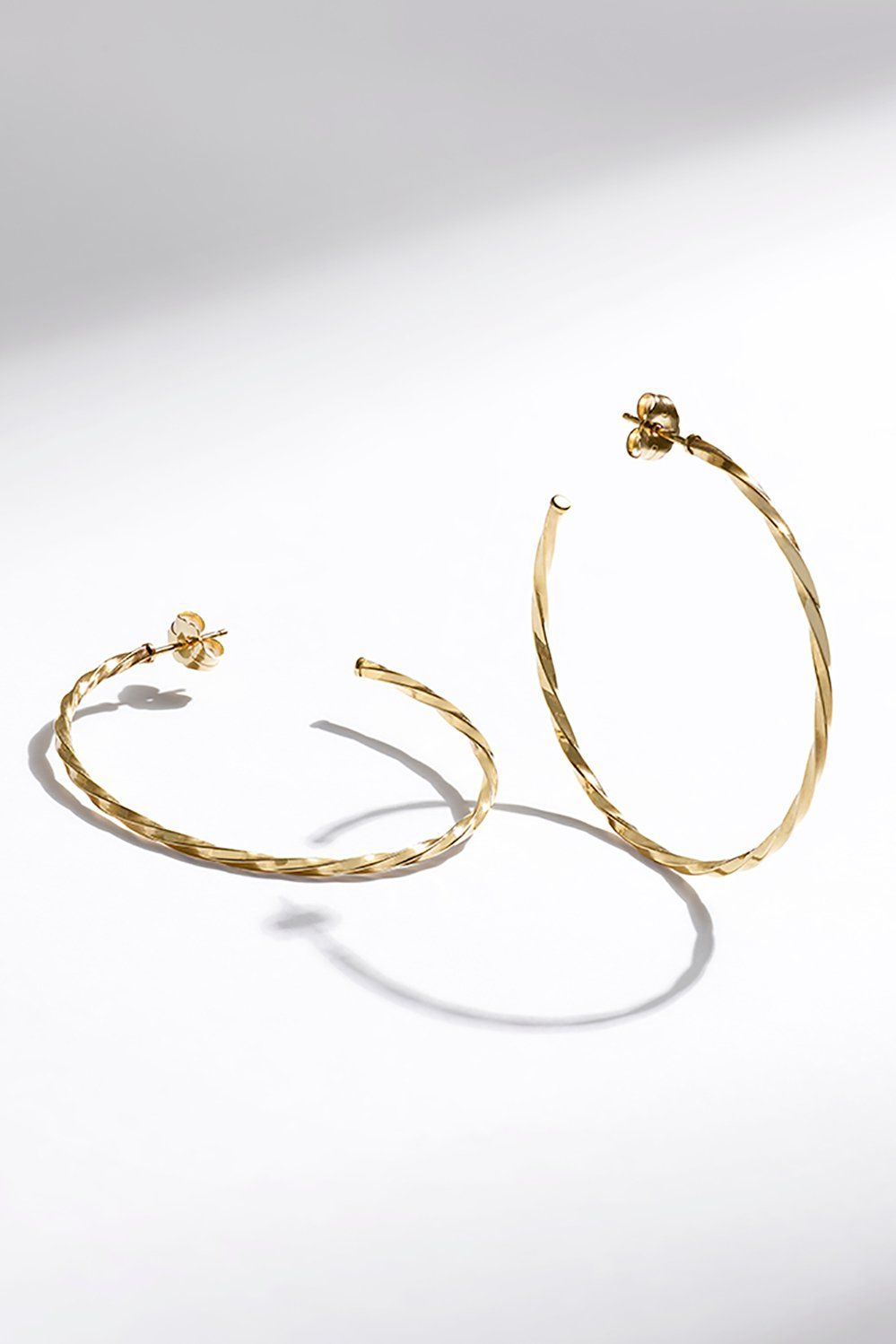 When Only Gold Will Do Livegold In These Classic Yellow Gold Hoop Earrings Wedding Jewellery Inspiration Shop Earrings Jewelry