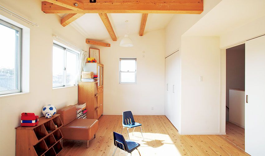自分たちで塗った珪藻土の壁のやさしい陰影に癒される家 Diy 建主参加