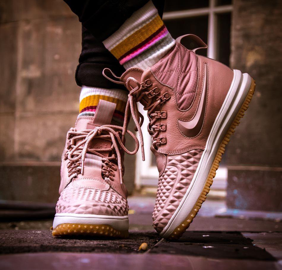 Lunar Force 1 Duckboot Womens - Particle Pink. Nike LunarChemnitz